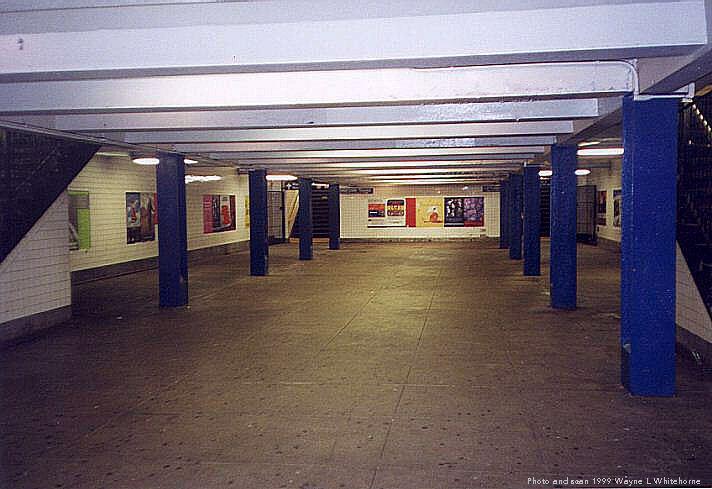 (62k, 712x489)<br><b>Country:</b> United States<br><b>City:</b> New York<br><b>System:</b> New York City Transit<br><b>Line:</b> IND Concourse Line<br><b>Location:</b> Kingsbridge Road <br><b>Photo by:</b> Wayne Whitehorne<br><b>Date:</b> 9/24/1999<br><b>Notes:</b> Mezzanine<br><b>Viewed (this week/total):</b> 4 / 4003