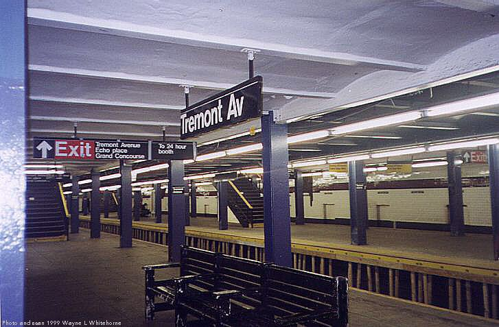 (75k, 727x477)<br><b>Country:</b> United States<br><b>City:</b> New York<br><b>System:</b> New York City Transit<br><b>Line:</b> IND Concourse Line<br><b>Location:</b> Tremont Avenue <br><b>Photo by:</b> Wayne Whitehorne<br><b>Date:</b> 9/24/1999<br><b>Viewed (this week/total):</b> 0 / 5831