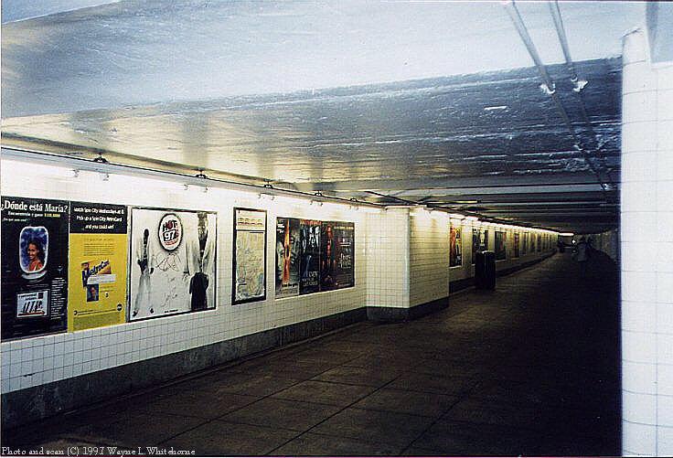(88k, 736x501)<br><b>Country:</b> United States<br><b>City:</b> New York<br><b>System:</b> New York City Transit<br><b>Line:</b> IND Crosstown Line<br><b>Location:</b> 15th Street/Prospect Park <br><b>Photo by:</b> Wayne Whitehorne<br><b>Date:</b> 12/26/1997<br><b>Notes:</b> Mezzanine<br><b>Viewed (this week/total):</b> 0 / 3633