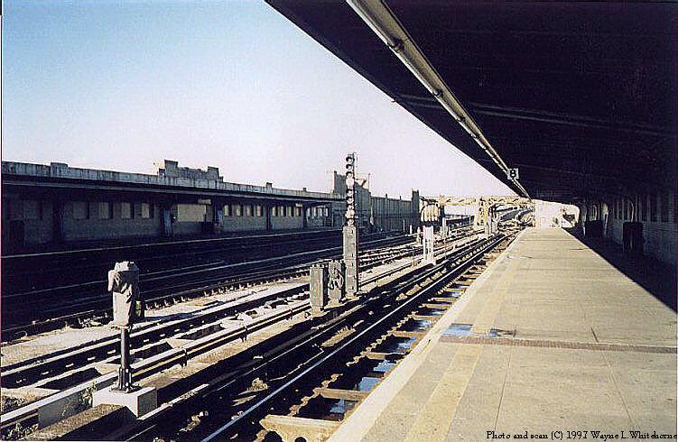 (99k, 751x490)<br><b>Country:</b> United States<br><b>City:</b> New York<br><b>System:</b> New York City Transit<br><b>Line:</b> IND Crosstown Line<br><b>Location:</b> 4th Avenue <br><b>Photo by:</b> Wayne Whitehorne<br><b>Date:</b> 12/26/1997<br><b>Viewed (this week/total):</b> 0 / 2692