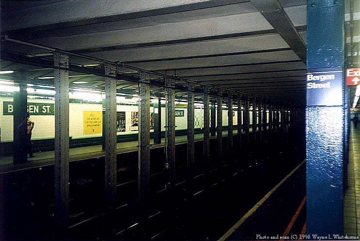 (83k, 743x497)<br><b>Country:</b> United States<br><b>City:</b> New York<br><b>System:</b> New York City Transit<br><b>Line:</b> IND Crosstown Line<br><b>Location:</b> Bergen Street <br><b>Photo by:</b> Wayne Whitehorne<br><b>Date:</b> 8/21/1998<br><b>Notes:</b> Bergen Street station view<br><b>Viewed (this week/total):</b> 1 / 8915