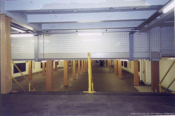 (82k, 743x495)<br><b>Country:</b> United States<br><b>City:</b> New York<br><b>System:</b> New York City Transit<br><b>Line:</b> IND Crosstown Line<br><b>Location:</b> Clinton/Washington Aves. <br><b>Photo by:</b> Wayne Whitehorne<br><b>Date:</b> 1/28/1999<br><b>Notes:</b> Mezzanine<br><b>Viewed (this week/total):</b> 1 / 5024