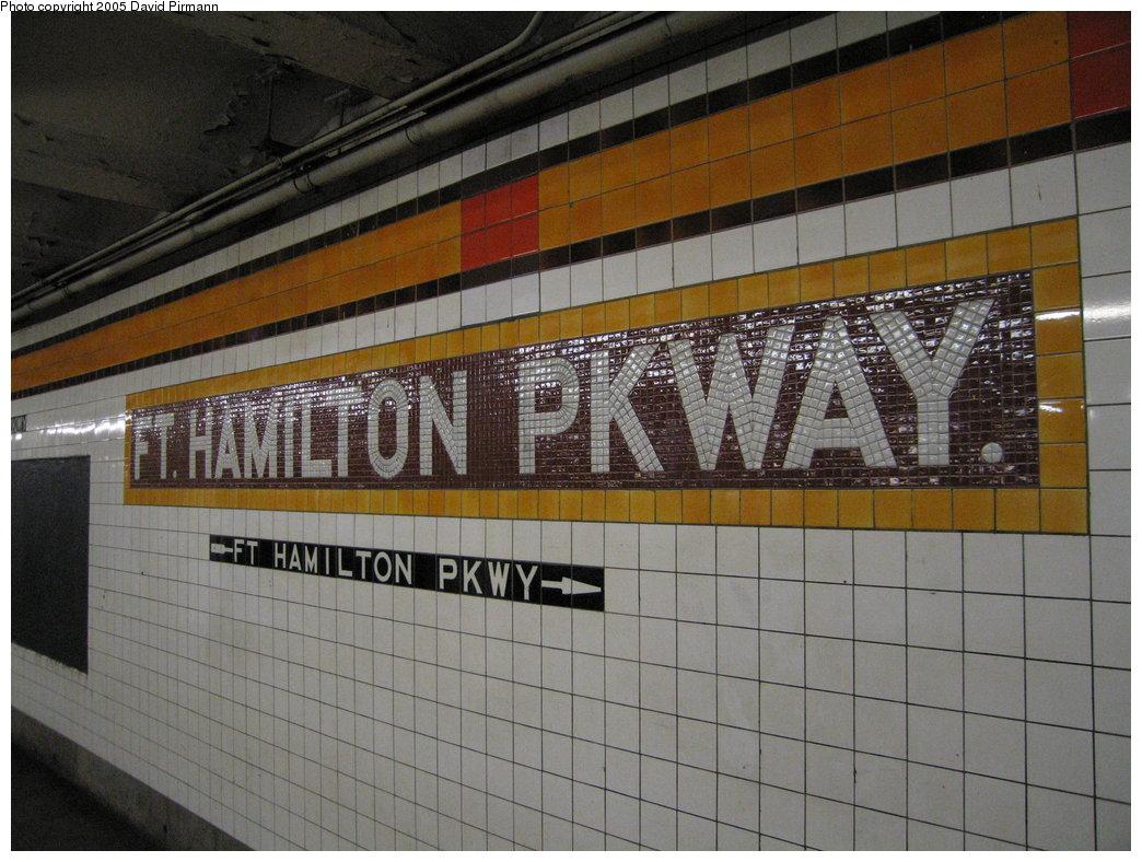 (196k, 1044x788)<br><b>Country:</b> United States<br><b>City:</b> New York<br><b>System:</b> New York City Transit<br><b>Line:</b> IND Crosstown Line<br><b>Location:</b> Fort Hamilton Parkway <br><b>Photo by:</b> David Pirmann<br><b>Date:</b> 12/30/2005<br><b>Viewed (this week/total):</b> 0 / 3753