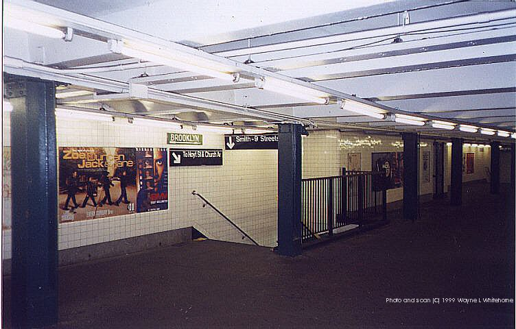 (83k, 752x480)<br><b>Country:</b> United States<br><b>City:</b> New York<br><b>System:</b> New York City Transit<br><b>Line:</b> IND Crosstown Line<br><b>Location:</b> Greenpoint Avenue <br><b>Photo by:</b> Wayne Whitehorne<br><b>Date:</b> 1/28/1999<br><b>Notes:</b> Mezzanine<br><b>Viewed (this week/total):</b> 1 / 4682