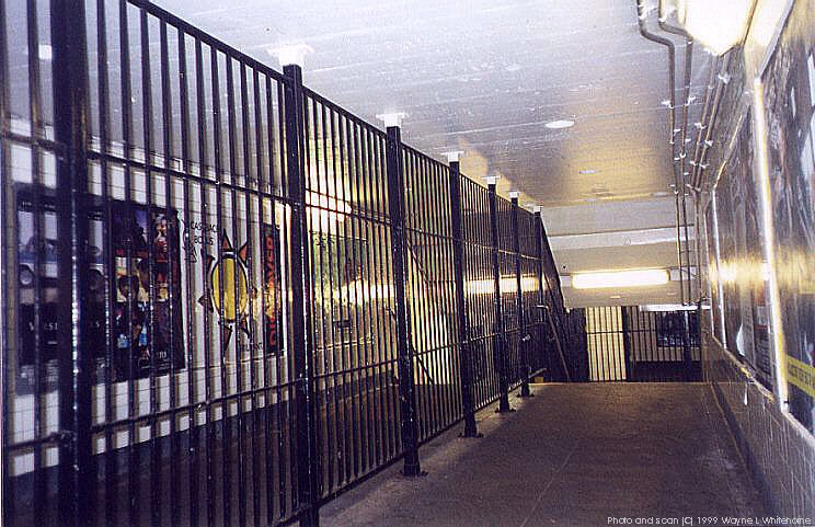 (105k, 744x481)<br><b>Country:</b> United States<br><b>City:</b> New York<br><b>System:</b> New York City Transit<br><b>Line:</b> IND Crosstown Line<br><b>Location:</b> Nassau Avenue <br><b>Photo by:</b> Wayne Whitehorne<br><b>Date:</b> 1/28/1999<br><b>Viewed (this week/total):</b> 1 / 4976