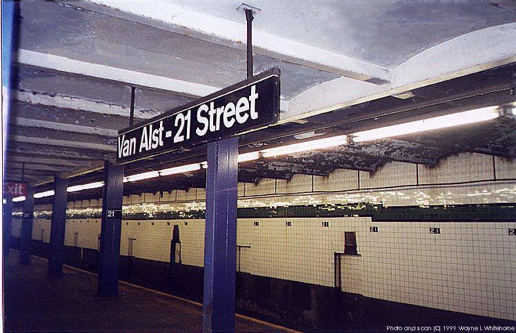 (93k, 748x483)<br><b>Country:</b> United States<br><b>City:</b> New York<br><b>System:</b> New York City Transit<br><b>Line:</b> IND Crosstown Line<br><b>Location:</b> 21st Street/Van Alst <br><b>Photo by:</b> Wayne Whitehorne<br><b>Date:</b> 1/28/1999<br><b>Viewed (this week/total):</b> 2 / 4796