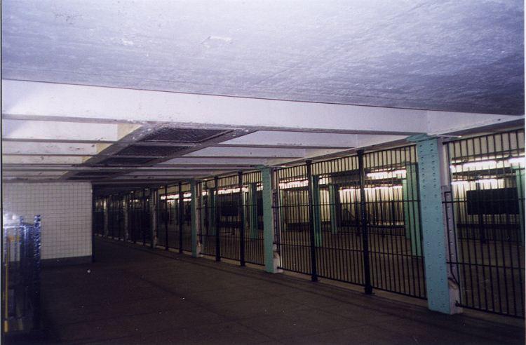 (56k, 750x492)<br><b>Country:</b> United States<br><b>City:</b> New York<br><b>System:</b> New York City Transit<br><b>Line:</b> IND Fulton Street Line<br><b>Location:</b> Lafayette Avenue <br><b>Photo by:</b> Wayne Whitehorne<br><b>Date:</b> 5/15/1999<br><b>Notes:</b> Mezzanine - inside fare control<br><b>Viewed (this week/total):</b> 3 / 4193