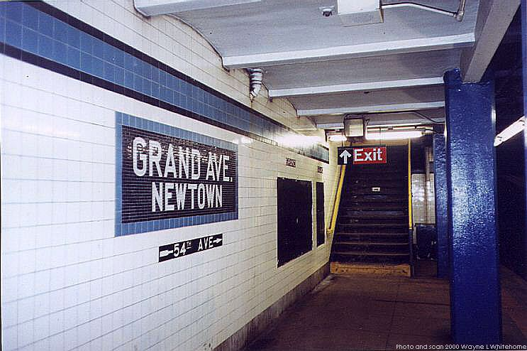 (75k, 743x494)<br><b>Country:</b> United States<br><b>City:</b> New York<br><b>System:</b> New York City Transit<br><b>Line:</b> IND Queens Boulevard Line<br><b>Location:</b> Grand Avenue/Newtown <br><b>Photo by:</b> Wayne Whitehorne<br><b>Date:</b> 1/8/2000<br><b>Viewed (this week/total):</b> 1 / 3141