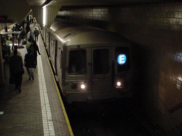 (62k, 640x480)<br><b>Country:</b> United States<br><b>City:</b> New York<br><b>System:</b> New York City Transit<br><b>Line:</b> IND Queens Boulevard Line<br><b>Location:</b> Jamaica Center/Parsons-Archer <br><b>Car:</b> R-46 (Pullman-Standard, 1974-75)  <br><b>Photo by:</b> Salaam Allah<br><b>Date:</b> 10/27/2000<br><b>Viewed (this week/total):</b> 2 / 11989