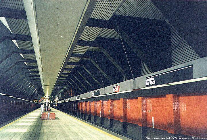 (118k, 720x489)<br><b>Country:</b> United States<br><b>City:</b> New York<br><b>System:</b> New York City Transit<br><b>Line:</b> IND Queens Boulevard Line<br><b>Location:</b> Jamaica/Van Wyck <br><b>Photo by:</b> Wayne Whitehorne<br><b>Date:</b> 1998<br><b>Viewed (this week/total):</b> 0 / 6277