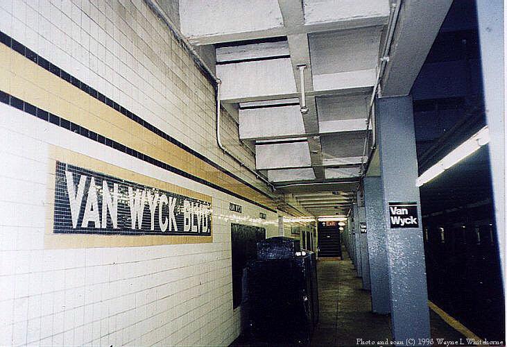 (92k, 731x500)<br><b>Country:</b> United States<br><b>City:</b> New York<br><b>System:</b> New York City Transit<br><b>Line:</b> IND Queens Boulevard Line<br><b>Location:</b> Briarwood/Van Wyck Boulevard <br><b>Photo by:</b> Wayne Whitehorne<br><b>Date:</b> 1/3/1998<br><b>Viewed (this week/total):</b> 5 / 3786