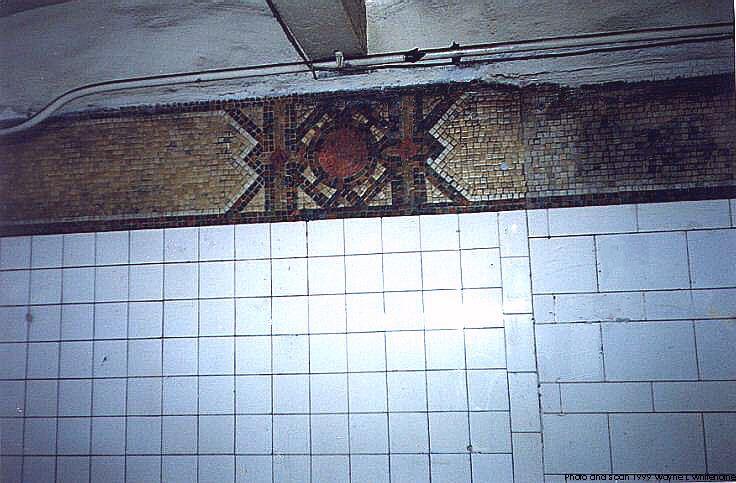 (71k, 736x483)<br><b>Country:</b> United States<br><b>City:</b> New York<br><b>System:</b> New York City Transit<br><b>Line:</b> BMT 4th Avenue<br><b>Location:</b> 59th Street <br><b>Photo by:</b> Wayne Whitehorne<br><b>Date:</b> 6/4/1999<br><b>Notes:</b> Globe icon and frieze<br><b>Viewed (this week/total):</b> 0 / 2672