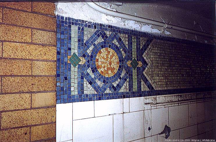 (99k, 743x490)<br><b>Country:</b> United States<br><b>City:</b> New York<br><b>System:</b> New York City Transit<br><b>Line:</b> BMT 4th Avenue<br><b>Location:</b> 86th Street <br><b>Photo by:</b> Wayne Whitehorne<br><b>Date:</b> 1/15/2000<br><b>Notes:</b> Globe icon<br><b>Viewed (this week/total):</b> 0 / 3049