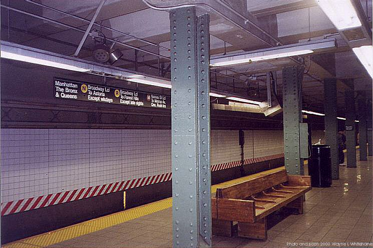 (77k, 745x495)<br><b>Country:</b> United States<br><b>City:</b> New York<br><b>System:</b> New York City Transit<br><b>Line:</b> BMT 4th Avenue<br><b>Location:</b> Pacific Street <br><b>Photo by:</b> Wayne Whitehorne<br><b>Date:</b> 4/15/2000<br><b>Viewed (this week/total):</b> 0 / 4312