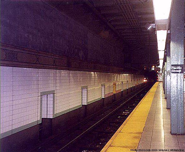 (70k, 596x491)<br><b>Country:</b> United States<br><b>City:</b> New York<br><b>System:</b> New York City Transit<br><b>Line:</b> BMT 4th Avenue<br><b>Location:</b> Pacific Street <br><b>Photo by:</b> Wayne Whitehorne<br><b>Date:</b> 4/15/2000<br><b>Viewed (this week/total):</b> 4 / 3355
