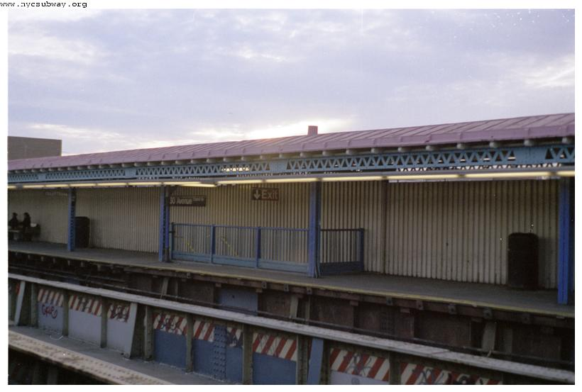 (49k, 820x553)<br><b>Country:</b> United States<br><b>City:</b> New York<br><b>System:</b> New York City Transit<br><b>Line:</b> BMT Astoria Line<br><b>Location:</b> 30th/Grand Aves. <br><b>Route:</b> N<br><b>Photo by:</b> Jill Reichenbach<br><b>Date:</b> 2/2001<br><b>Viewed (this week/total):</b> 1 / 2048