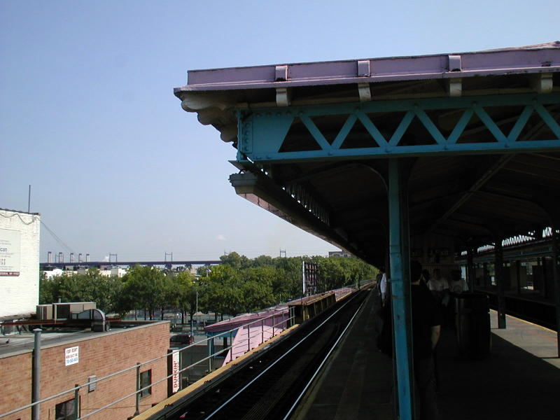 (67k, 800x600)<br><b>Country:</b> United States<br><b>City:</b> New York<br><b>System:</b> New York City Transit<br><b>Line:</b> BMT Astoria Line<br><b>Location:</b> Astoria Boulevard/Hoyt Avenue <br><b>Route:</b> N<br><b>Photo by:</b> Todd Glickman<br><b>Date:</b> 8/10/2000<br><b>Viewed (this week/total):</b> 2 / 2767