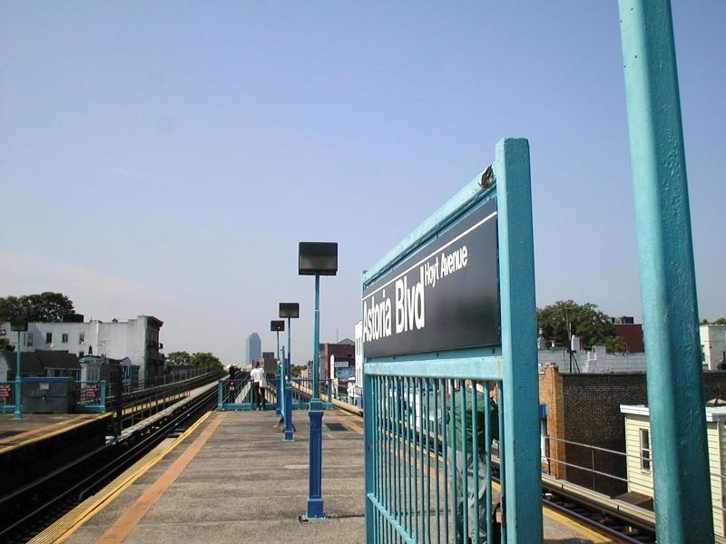 (75k, 800x600)<br><b>Country:</b> United States<br><b>City:</b> New York<br><b>System:</b> New York City Transit<br><b>Line:</b> BMT Astoria Line<br><b>Location:</b> Astoria Boulevard/Hoyt Avenue <br><b>Route:</b> N<br><b>Photo by:</b> Todd Glickman<br><b>Date:</b> 8/10/2000<br><b>Viewed (this week/total):</b> 1 / 2942