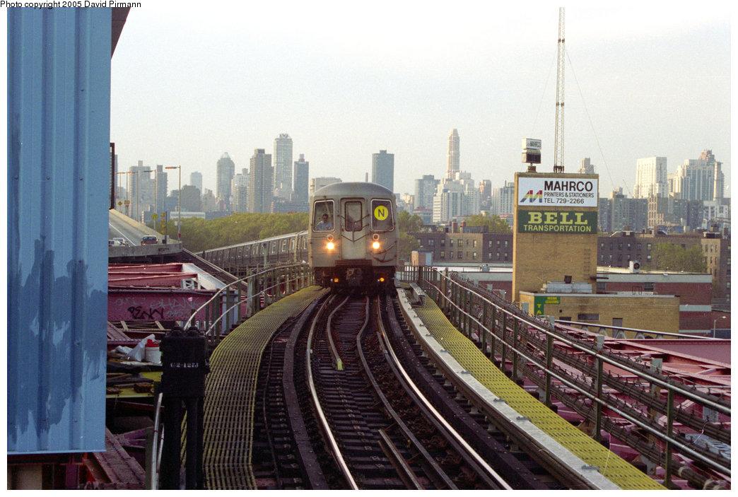 (208k, 1044x703)<br><b>Country:</b> United States<br><b>City:</b> New York<br><b>System:</b> New York City Transit<br><b>Line:</b> BMT Astoria Line<br><b>Location:</b> Queensborough Plaza <br><b>Route:</b> N<br><b>Photo by:</b> David Pirmann<br><b>Date:</b> 11/18/1995<br><b>Notes:</b> Queens-bound N train arriving<br><b>Viewed (this week/total):</b> 1 / 4705