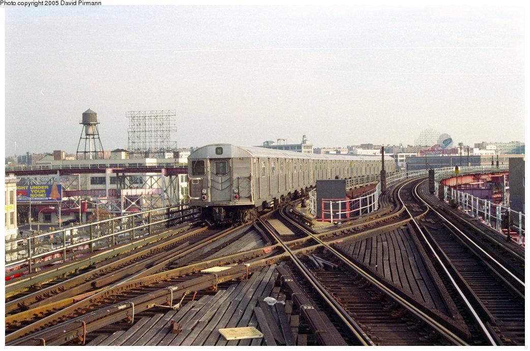 (224k, 1044x691)<br><b>Country:</b> United States<br><b>City:</b> New York<br><b>System:</b> New York City Transit<br><b>Line:</b> BMT Astoria Line<br><b>Location:</b> Queensborough Plaza <br><b>Route:</b> N<br><b>Car:</b> R-32 (Budd, 1964)   <br><b>Photo by:</b> David Pirmann<br><b>Date:</b> 11/18/1995<br><b>Viewed (this week/total):</b> 1 / 8092