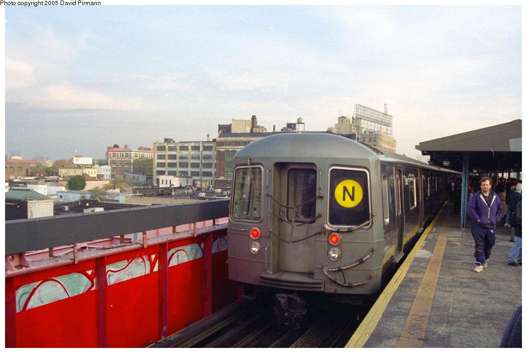 (176k, 1044x700)<br><b>Country:</b> United States<br><b>City:</b> New York<br><b>System:</b> New York City Transit<br><b>Line:</b> BMT Astoria Line<br><b>Location:</b> Queensborough Plaza <br><b>Route:</b> N<br><b>Photo by:</b> David Pirmann<br><b>Date:</b> 11/18/1995<br><b>Viewed (this week/total):</b> 1 / 3150