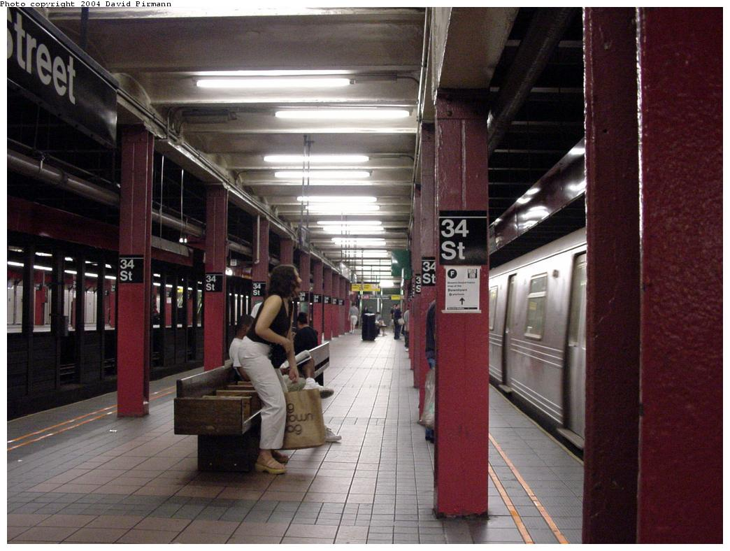 (129k, 1044x788)<br><b>Country:</b> United States<br><b>City:</b> New York<br><b>System:</b> New York City Transit<br><b>Line:</b> BMT Broadway Line<br><b>Location:</b> 34th Street/Herald Square <br><b>Photo by:</b> David Pirmann<br><b>Date:</b> 8/27/2000<br><b>Notes:</b> View of northbound platform<br><b>Viewed (this week/total):</b> 4 / 6453