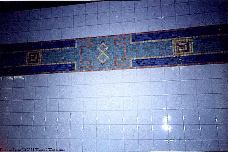 (83k, 745x497)<br><b>Country:</b> United States<br><b>City:</b> New York<br><b>System:</b> New York City Transit<br><b>Line:</b> BMT Broadway Line<br><b>Location:</b> Canal Street <br><b>Photo by:</b> Wayne Whitehorne<br><b>Date:</b> 1999<br><b>Viewed (this week/total):</b> 3 / 2921