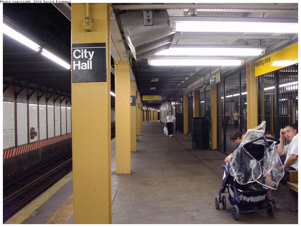 (121k, 1044x788)<br><b>Country:</b> United States<br><b>City:</b> New York<br><b>System:</b> New York City Transit<br><b>Line:</b> BMT Broadway Line<br><b>Location:</b> City Hall <br><b>Photo by:</b> David Pirmann<br><b>Date:</b> 7/3/2000<br><b>Viewed (this week/total):</b> 1 / 6255