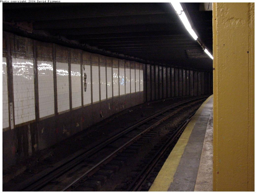 (100k, 1044x788)<br><b>Country:</b> United States<br><b>City:</b> New York<br><b>System:</b> New York City Transit<br><b>Line:</b> BMT Broadway Line<br><b>Location:</b> City Hall <br><b>Photo by:</b> David Pirmann<br><b>Date:</b> 7/3/2000<br><b>Viewed (this week/total):</b> 3 / 5428
