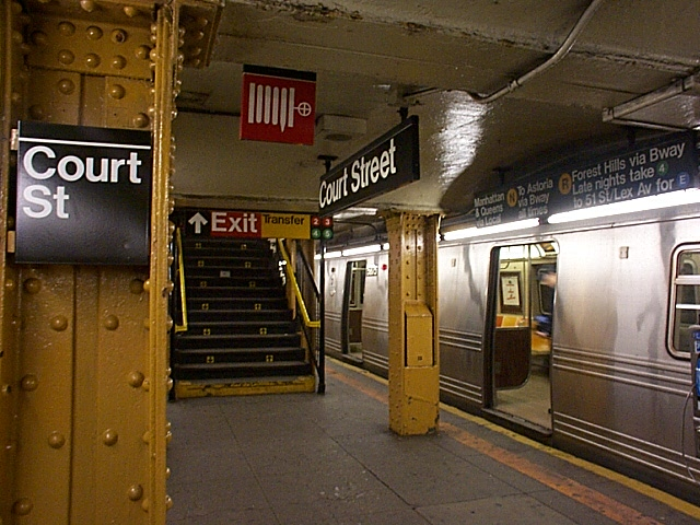 (135k, 640x480)<br><b>Country:</b> United States<br><b>City:</b> New York<br><b>System:</b> New York City Transit<br><b>Line:</b> BMT Broadway Line<br><b>Location:</b> Court Street <br><b>Car:</b> R-46 (Pullman-Standard, 1974-75)  <br><b>Photo by:</b> Richard Brome<br><b>Date:</b> 3/18/1999<br><b>Viewed (this week/total):</b> 5 / 8815