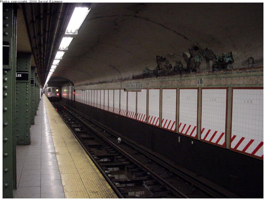 (114k, 1044x788)<br><b>Country:</b> United States<br><b>City:</b> New York<br><b>System:</b> New York City Transit<br><b>Line:</b> BMT Broadway Line<br><b>Location:</b> Lexington Avenue (59th Street) <br><b>Photo by:</b> David Pirmann<br><b>Date:</b> 1/14/2001<br><b>Viewed (this week/total):</b> 0 / 6271