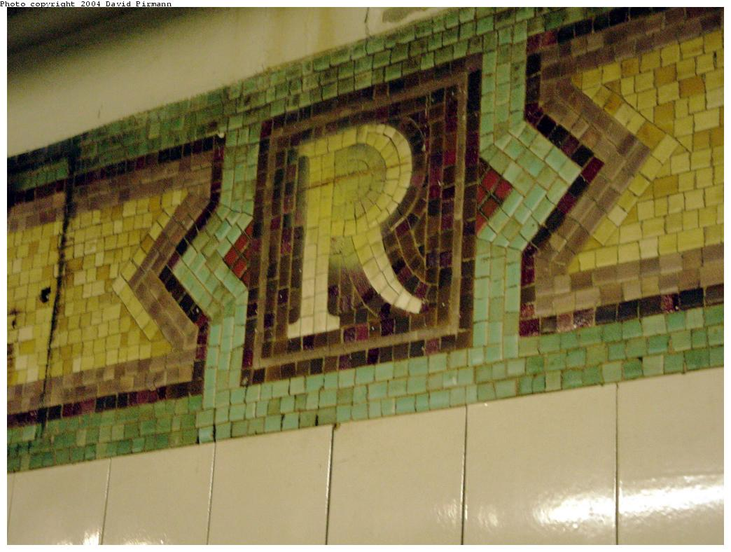 (117k, 1044x788)<br><b>Country:</b> United States<br><b>City:</b> New York<br><b>System:</b> New York City Transit<br><b>Line:</b> BMT Broadway Line<br><b>Location:</b> Rector Street<br><b>Photo by:</b> David Pirmann<br><b>Date:</b> 8/27/2000<br><b>Notes:</b> Mosaic R monogram at north end of northbound platform<br><b>Viewed (this week/total):</b> 1 / 3564
