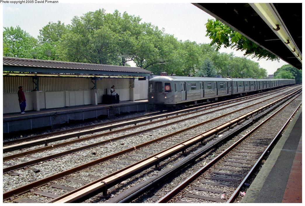 (302k, 1044x705)<br><b>Country:</b> United States<br><b>City:</b> New York<br><b>System:</b> New York City Transit<br><b>Line:</b> BMT Brighton Line<br><b>Location:</b> Avenue J <br><b>Route:</b> D<br><b>Photo by:</b> David Pirmann<br><b>Date:</b> 7/18/1998<br><b>Viewed (this week/total):</b> 1 / 2332