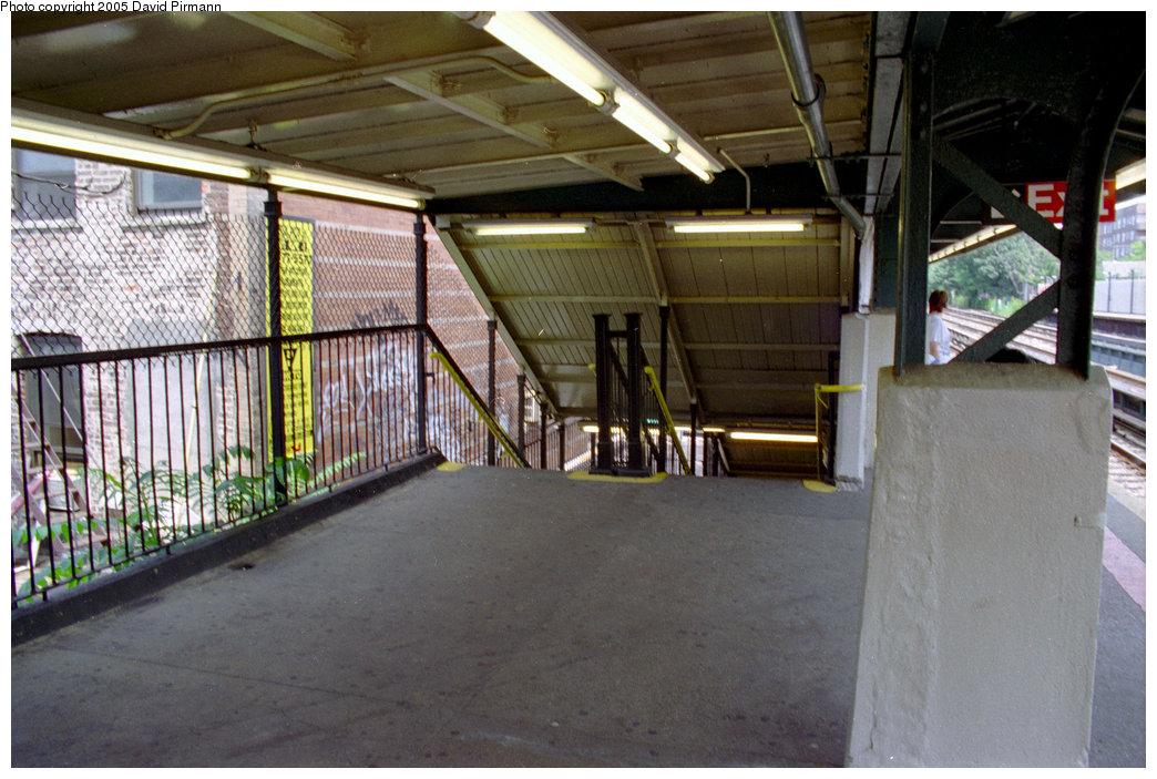 (214k, 1044x703)<br><b>Country:</b> United States<br><b>City:</b> New York<br><b>System:</b> New York City Transit<br><b>Line:</b> BMT Brighton Line<br><b>Location:</b> Avenue J <br><b>Photo by:</b> David Pirmann<br><b>Date:</b> 7/18/1998<br><b>Viewed (this week/total):</b> 5 / 2423