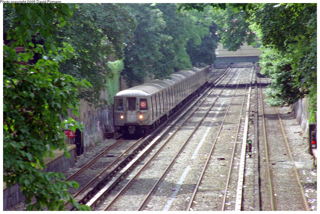 (282k, 1044x698)<br><b>Country:</b> United States<br><b>City:</b> New York<br><b>System:</b> New York City Transit<br><b>Line:</b> BMT Brighton Line<br><b>Location:</b> Beverley Road <br><b>Route:</b> D<br><b>Photo by:</b> David Pirmann<br><b>Date:</b> 7/18/1998<br><b>Viewed (this week/total):</b> 0 / 3775