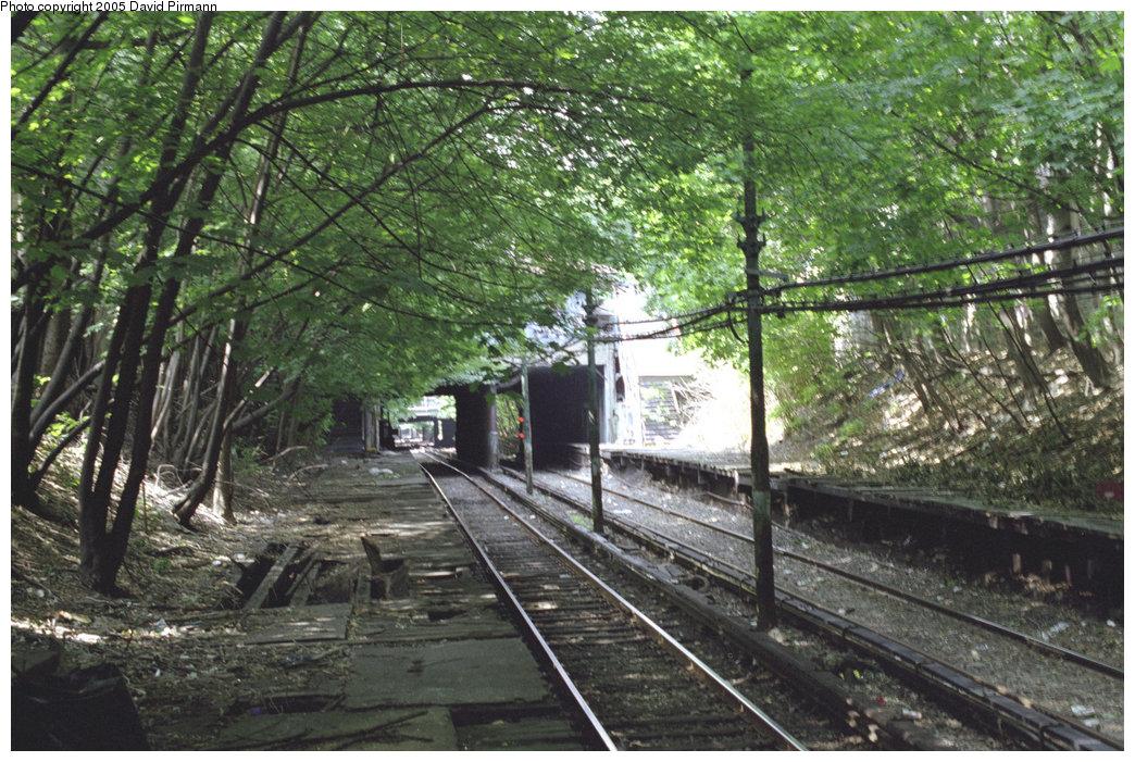 (283k, 1044x701)<br><b>Country:</b> United States<br><b>City:</b> New York<br><b>System:</b> New York City Transit<br><b>Line:</b> BMT Franklin<br><b>Location:</b> Botanic Garden <br><b>Route:</b> Franklin Shuttle<br><b>Photo by:</b> David Pirmann<br><b>Date:</b> 7/18/1998<br><b>Viewed (this week/total):</b> 8 / 8601