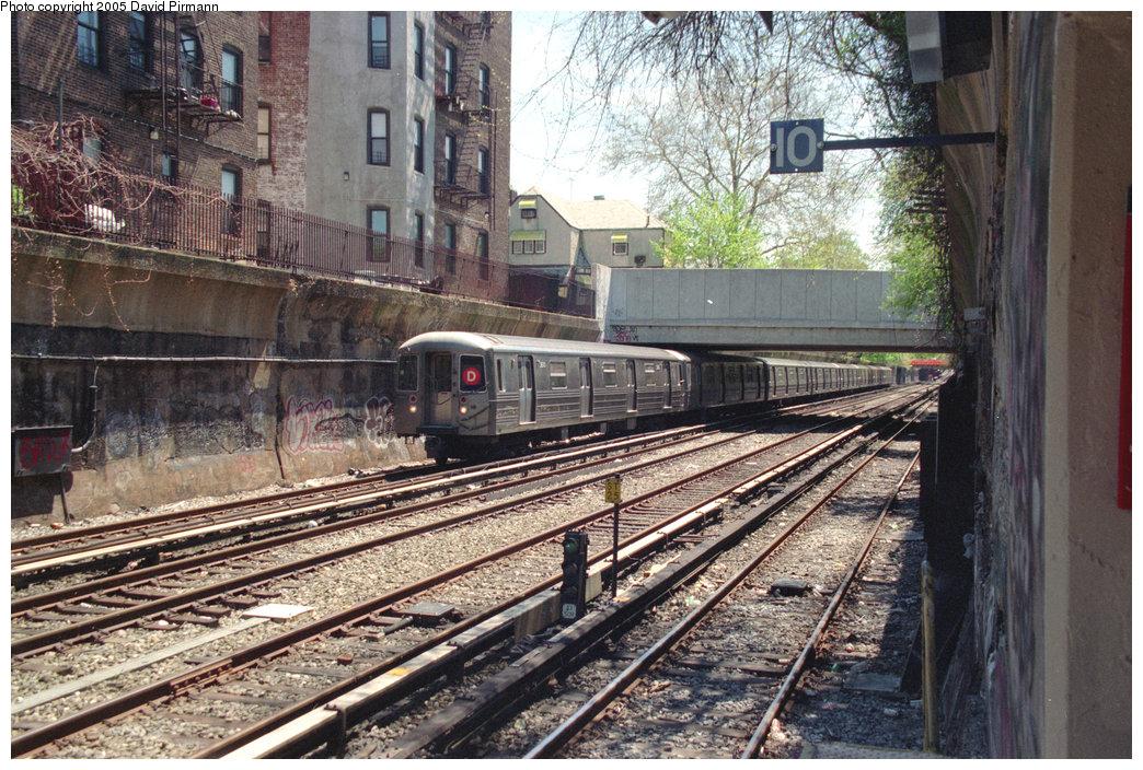 (314k, 1044x704)<br><b>Country:</b> United States<br><b>City:</b> New York<br><b>System:</b> New York City Transit<br><b>Line:</b> BMT Brighton Line<br><b>Location:</b> Cortelyou Road <br><b>Route:</b> D<br><b>Car:</b> R-68 (Westinghouse-Amrail, 1986-1988)  2670 <br><b>Photo by:</b> David Pirmann<br><b>Date:</b> 4/26/1997<br><b>Viewed (this week/total):</b> 0 / 6212