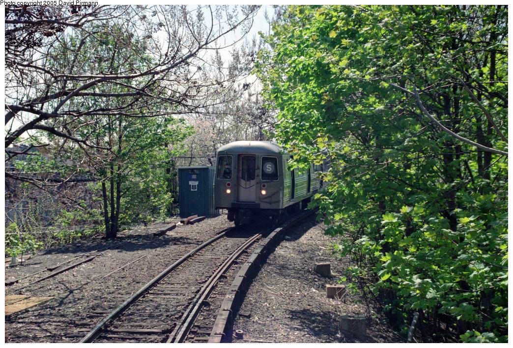 (426k, 1044x710)<br><b>Country:</b> United States<br><b>City:</b> New York<br><b>System:</b> New York City Transit<br><b>Line:</b> BMT Franklin<br><b>Location:</b> Franklin Avenue <br><b>Route:</b> Franklin Shuttle<br><b>Photo by:</b> David Pirmann<br><b>Date:</b> 4/26/1997<br><b>Viewed (this week/total):</b> 5 / 5503