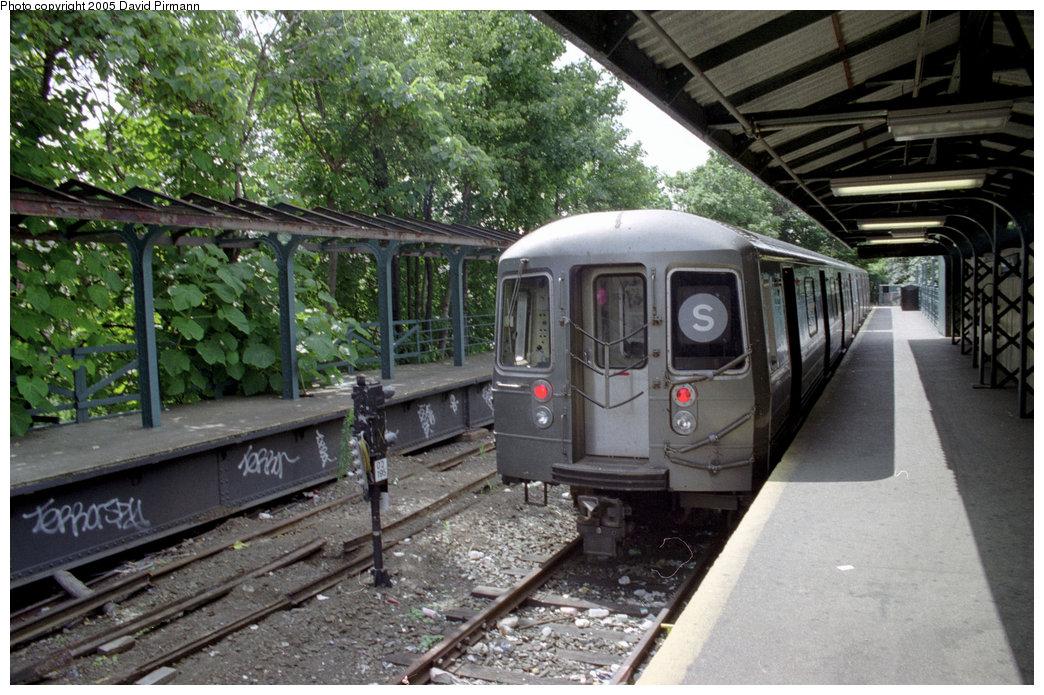 (243k, 1044x695)<br><b>Country:</b> United States<br><b>City:</b> New York<br><b>System:</b> New York City Transit<br><b>Line:</b> BMT Franklin<br><b>Location:</b> Franklin Avenue <br><b>Route:</b> Franklin Shuttle<br><b>Photo by:</b> David Pirmann<br><b>Date:</b> 7/18/1998<br><b>Viewed (this week/total):</b> 0 / 4696