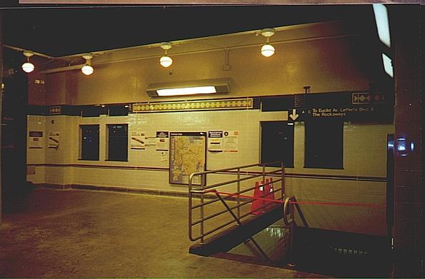 (35k, 595x391)<br><b>Country:</b> United States<br><b>City:</b> New York<br><b>System:</b> New York City Transit<br><b>Line:</b> BMT Franklin<br><b>Location:</b> Franklin Avenue <br><b>Route:</b> Franklin Shuttle<br><b>Photo by:</b> Trevor Logan<br><b>Date:</b> 1999<br><b>Viewed (this week/total):</b> 0 / 4037
