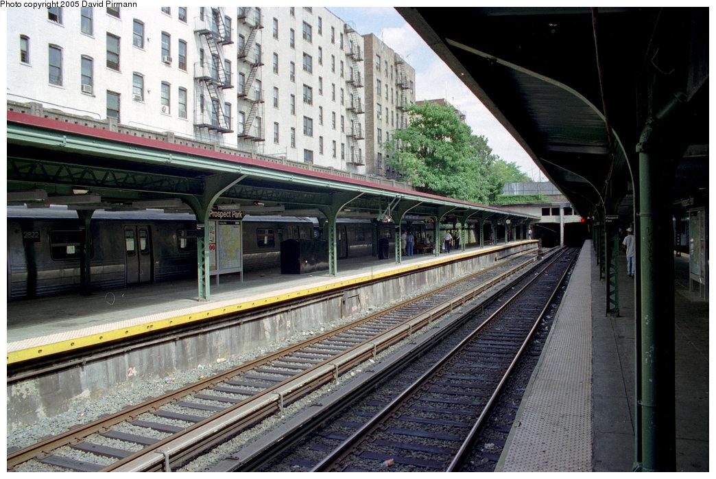 (236k, 1044x698)<br><b>Country:</b> United States<br><b>City:</b> New York<br><b>System:</b> New York City Transit<br><b>Line:</b> BMT Brighton Line<br><b>Location:</b> Prospect Park <br><b>Photo by:</b> David Pirmann<br><b>Date:</b> 7/18/1998<br><b>Viewed (this week/total):</b> 8 / 3227