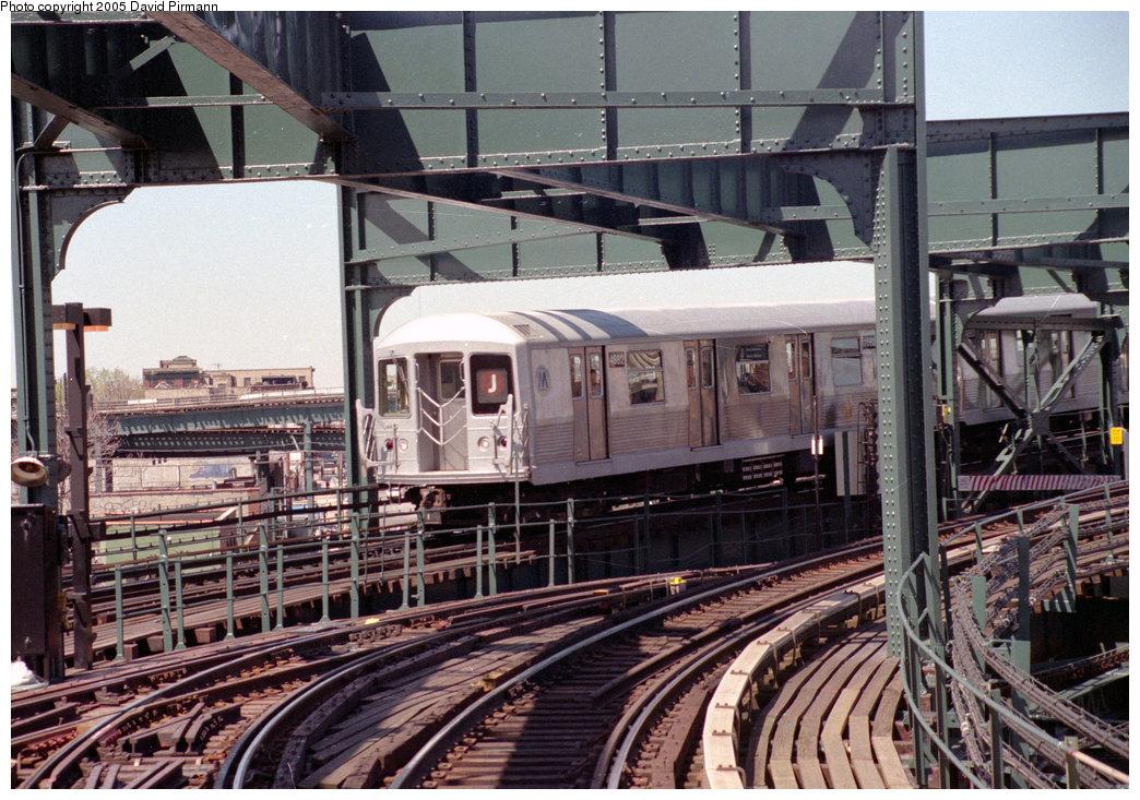 (287k, 1044x733)<br><b>Country:</b> United States<br><b>City:</b> New York<br><b>System:</b> New York City Transit<br><b>Line:</b> BMT Nassau Street/Jamaica Line<br><b>Location:</b> Alabama Avenue <br><b>Route:</b> J<br><b>Car:</b> R-42 (St. Louis, 1969-1970)  4682 <br><b>Photo by:</b> David Pirmann<br><b>Date:</b> 4/26/1997<br><b>Notes:</b> View of J train entering Alabama Avenue<br><b>Viewed (this week/total):</b> 0 / 5732