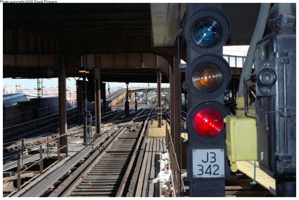 (230k, 1044x699)<br><b>Country:</b> United States<br><b>City:</b> New York<br><b>System:</b> New York City Transit<br><b>Line:</b> BMT Nassau Street/Jamaica Line<br><b>Location:</b> Broadway/East New York (Broadway Junction) <br><b>Photo by:</b> David Pirmann<br><b>Date:</b> 9/24/1995<br><b>Viewed (this week/total):</b> 1 / 3591