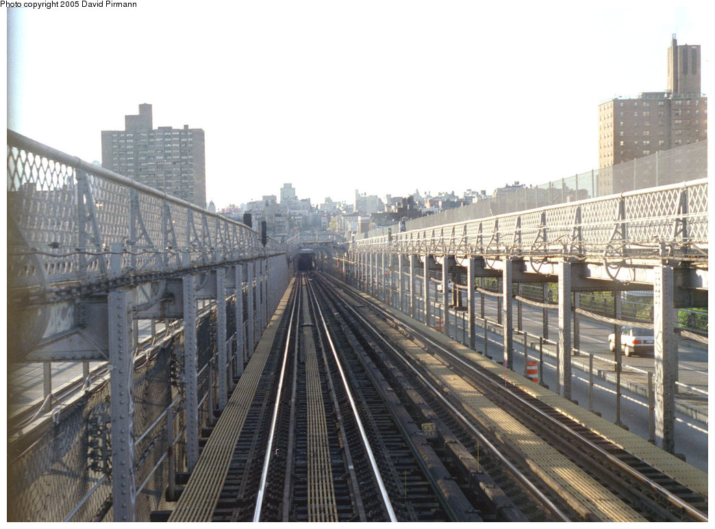 (213k, 1044x773)<br><b>Country:</b> United States<br><b>City:</b> New York<br><b>System:</b> New York City Transit<br><b>Line:</b> BMT Nassau Street/Jamaica Line<br><b>Location:</b> Williamsburg Bridge<br><b>Photo by:</b> David Pirmann<br><b>Date:</b> 9/24/1995<br><b>Notes:</b> Another view of bridge, Manhattan side<br><b>Viewed (this week/total):</b> 0 / 2395