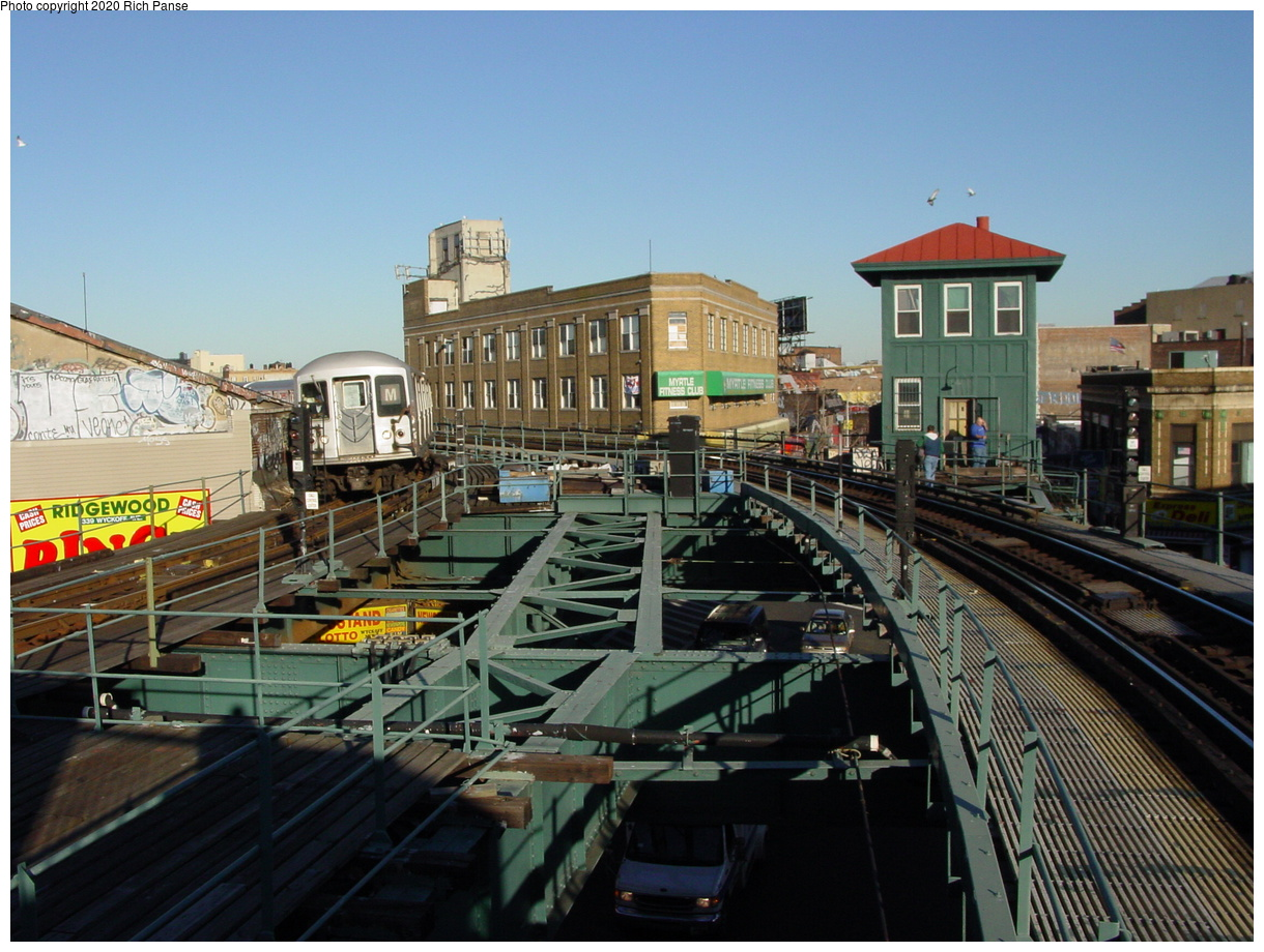 (87k, 820x620)<br><b>Country:</b> United States<br><b>City:</b> New York<br><b>System:</b> New York City Transit<br><b>Line:</b> BMT Myrtle Avenue Line<br><b>Location:</b> Wyckoff Avenue <br><b>Photo by:</b> Richard Panse<br><b>Date:</b> 1/25/2002<br><b>Viewed (this week/total):</b> 3 / 7249