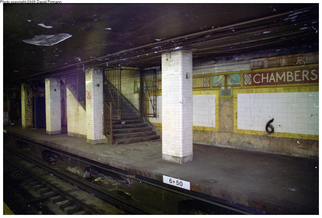 (207k, 1044x707)<br><b>Country:</b> United States<br><b>City:</b> New York<br><b>System:</b> New York City Transit<br><b>Line:</b> BMT Nassau Street/Jamaica Line<br><b>Location:</b> Chambers Street <br><b>Photo by:</b> David Pirmann<br><b>Date:</b> 10/11/1996<br><b>Viewed (this week/total):</b> 0 / 7189