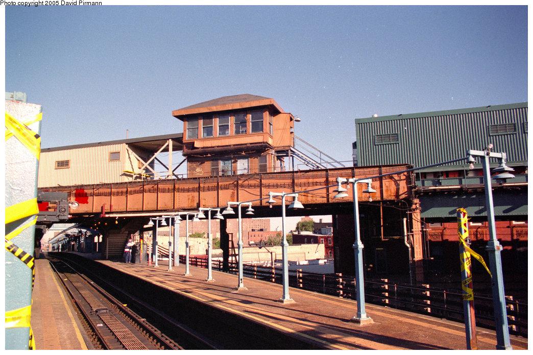 (272k, 1044x696)<br><b>Country:</b> United States<br><b>City:</b> New York<br><b>System:</b> New York City Transit<br><b>Line:</b> BMT Nassau Street/Jamaica Line<br><b>Location:</b> Myrtle Avenue <br><b>Photo by:</b> David Pirmann<br><b>Date:</b> 10/11/1996<br><b>Notes:</b> View of lower level platforms and abandoned upper level station<br><b>Viewed (this week/total):</b> 0 / 3301