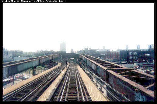(32k, 516x343)<br><b>Country:</b> United States<br><b>City:</b> New York<br><b>System:</b> New York City Transit<br><b>Line:</b> BMT Myrtle Avenue Line<br><b>Location:</b> Broadway/Myrtle Avenue (Upper Level) <br><b>Photo by:</b> Yoon Jae Lee<br><b>Notes:</b> The approach to Myrtle Ave station showing the abandoned upper level trackways on the outside, and the center tracks descending to Myrtle Avenue on the Broadway El<br><b>Viewed (this week/total):</b> 2 / 12266