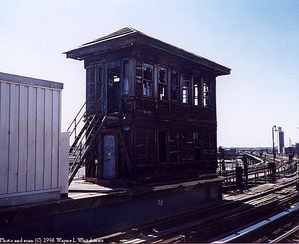 (69k, 611x499)<br><b>Country:</b> United States<br><b>City:</b> New York<br><b>System:</b> New York City Transit<br><b>Line:</b> BMT Canarsie Line<br><b>Location:</b> Atlantic Avenue <br><b>Route:</b> L<br><b>Photo by:</b> Wayne Whitehorne<br><b>Date:</b> 5/28/1998<br><b>Notes:</b> Abandoned tower structure<br><b>Viewed (this week/total):</b> 1 / 2111