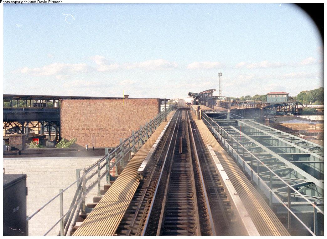 (243k, 1044x763)<br><b>Country:</b> United States<br><b>City:</b> New York<br><b>System:</b> New York City Transit<br><b>Line:</b> BMT Canarsie Line<br><b>Location:</b> Atlantic Avenue <br><b>Route:</b> L<br><b>Photo by:</b> David Pirmann<br><b>Date:</b> 9/24/1995<br><b>Notes:</b> Ramp up to Atlantic Avenue northbound platform, note the steelwork on the right for additional trackways<br><b>Viewed (this week/total):</b> 2 / 3009